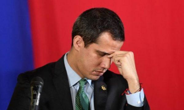 Venezuela, la nave golpista affonda e i topi scappano